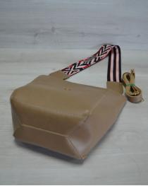 Женская сумка из эко-кожи  яркий ремень кофейного цвета