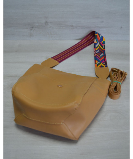 Женская сумка из эко-кожи  яркий ремень горчичного цвета