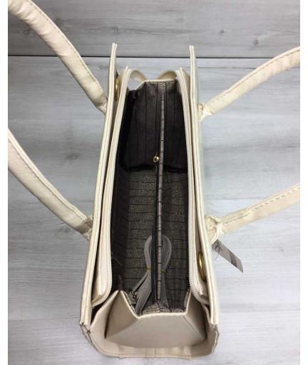 Женская сумка Бочонок бежевого цвета со вставкой бежевый крокодил