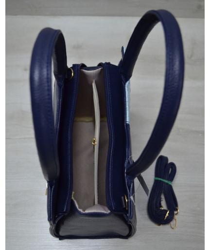 Классическая женская сумка Треугольник синего цвета с голубым крокодилом