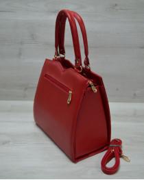 Классическая женская сумка Треугольник красного цвета с красным крокодилом