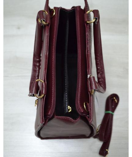 Классическая женская сумка Треугольник бордового цвета с бордовой змеёй