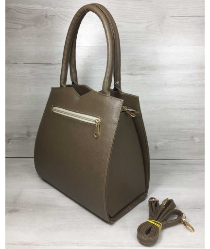 Классическая женская сумка Треугольник кофейного цвета со вставкой кофейный крокодил