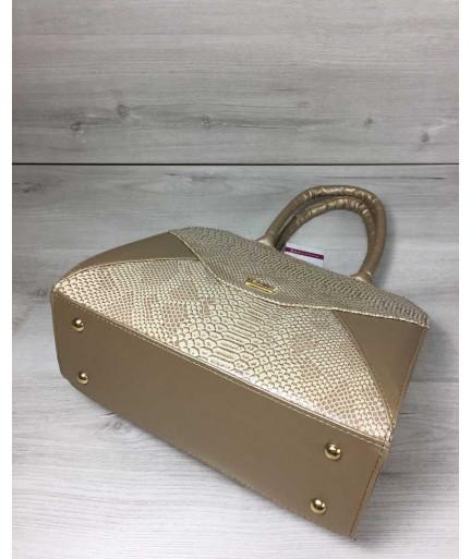 Женская сумка Конверт золотого цвета со вставкой бежевая рептилия
