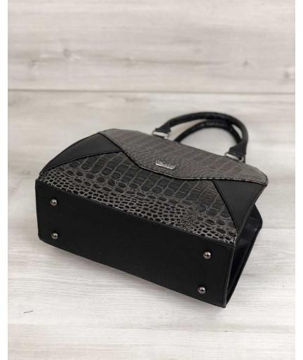 Женская сумка Конверт черного цвета со вставкой серый лаковый крокодил