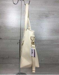 Сумка Кисточка с классическим ремнем бежевого цвета