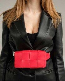 Женская сумка клатч на пояс «Энди» плетеная красная