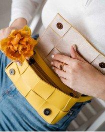 Женская сумка клатч на пояс «Энди» плетеная желтая