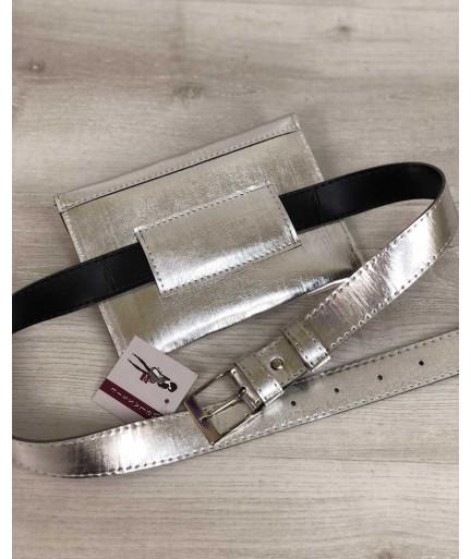 Женская сумка на пояс серебряного цвета