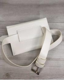 Женская сумка на пояс белого цвета