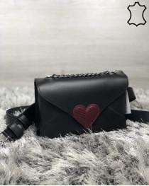 Кожаная  сумка клатч «Leya» с черного цвета с бордовым сердечком