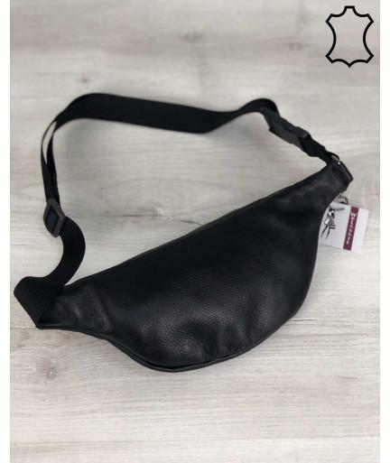 Женская кожаная сумка Бананка черного цвета