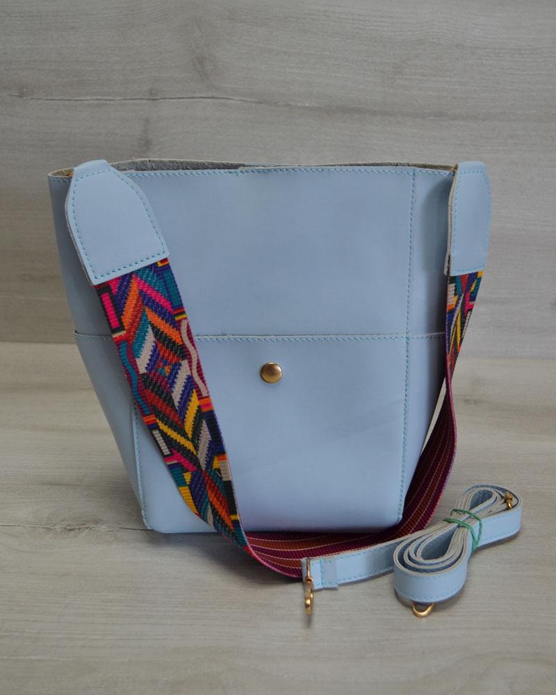 Женская сумка из эко-кожи  яркий ремень голубого цвета