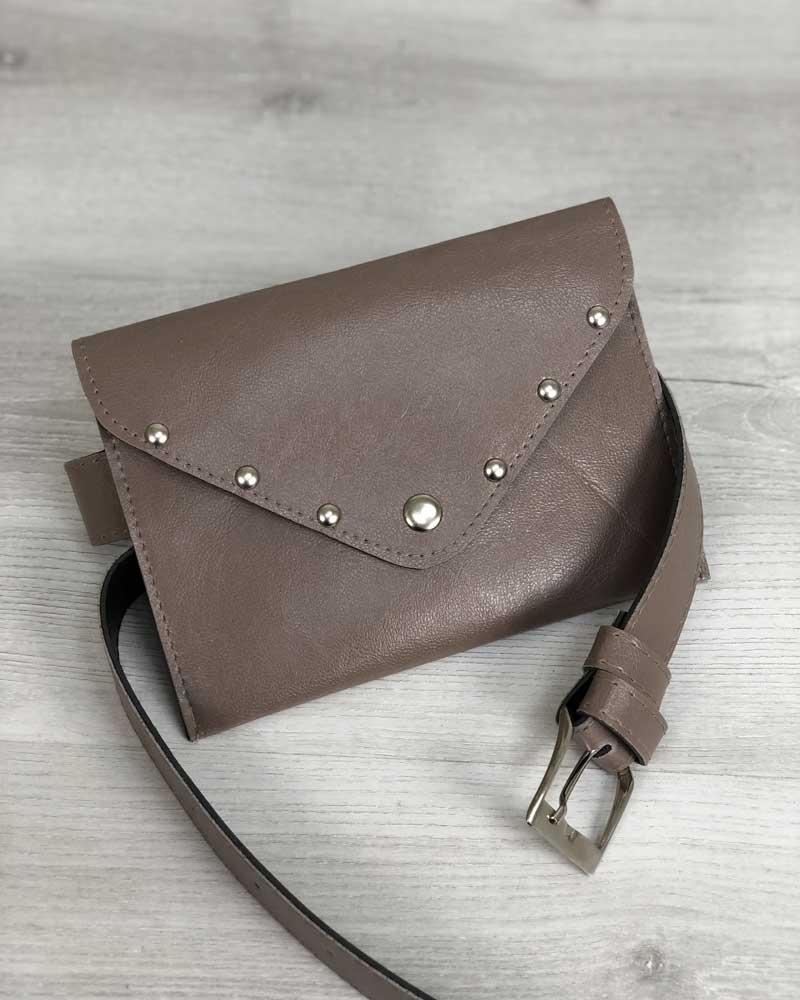 Женская сумка на пояс кофейного цвета